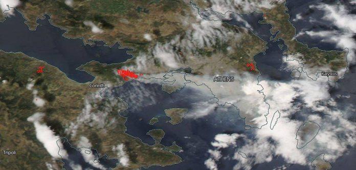 Δορυφορική λήψη της Αττικής με τις εστίες πυρκαγιών.